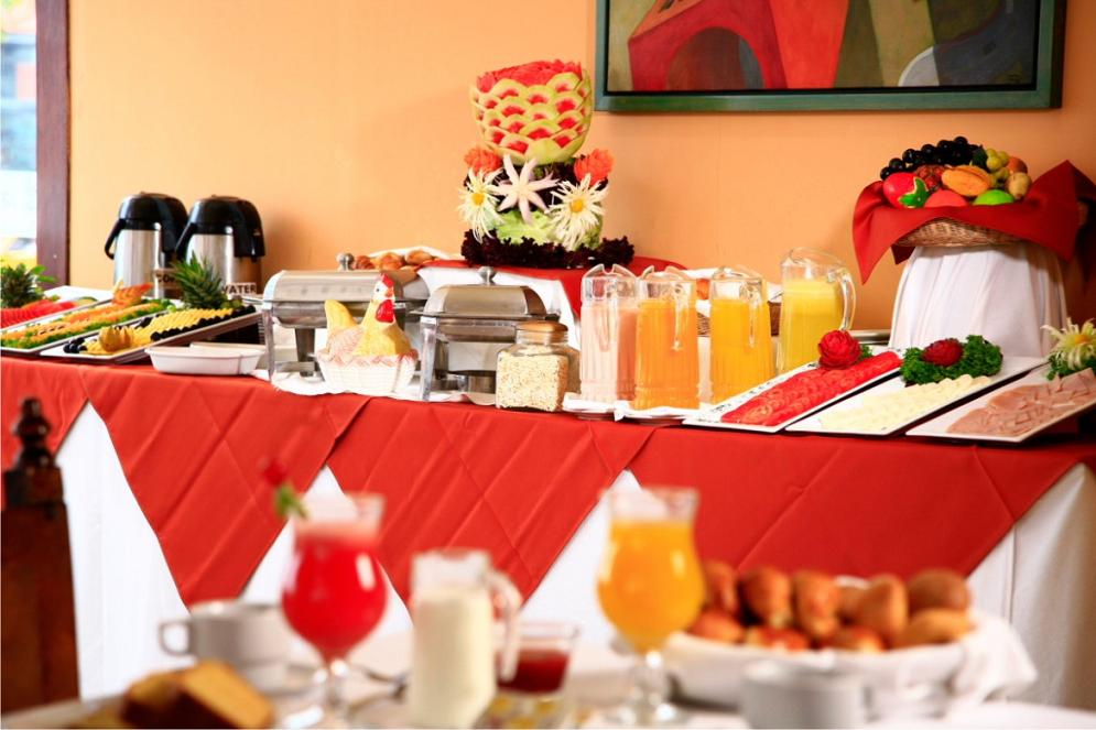 Ontbijt buffet Hotel San Agustin Colonial in Lima